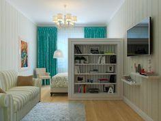 Единственная комната разделена на спальню и гостиную. Доминирующим узором в комнате стала вертикальная полоска – на обоях, диване и задней стенке стеллажа. Этот прием визуально расширяет пространство.