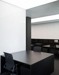 Square desks, PBS office in Barcelona, Catalonia, architect Francesc Rife Minimalist Architecture, Contemporary Architecture, Interior Architecture, Interior Office, Office Interiors, Arch Light, Barcelona Catalonia, Lightbox, Office Spaces
