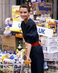 Audrey launches a UNICEF campaign at a London supermarket (May 1989).