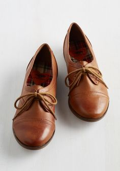 *Readily Reliable Flat in Caramel. Leave it to you to take a classic shoe - like this pair of caramel-brown Oxfords - and turn it absolutely chic with every wear! #brown #modcloth