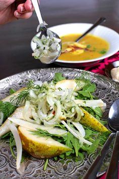 Marinoitu keltasipuli-päärynäsalaatti  #food #recipe #onion #fall #syksy #sipuli #resepti #salad #salaatti