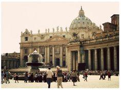 Piazzo San Pietro, Vaticano, Roma, Italia // Saint Peter's Sqaure, Vatican, Rome, Italy