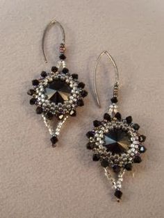 Pattern bijoux: Glamour and Goth Earrings