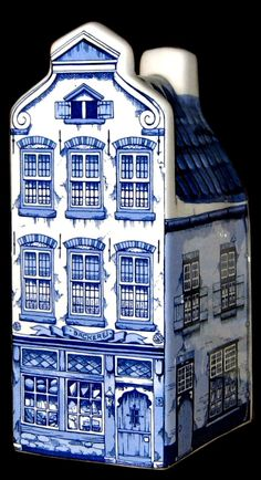 Delft blue figural minibottle: old Dutch canal house Blue And White China, Blue China, Love Blue, Chinoiserie, Bleu Pale, Dutch House, Blue Pottery, Blue Rooms, White Decor