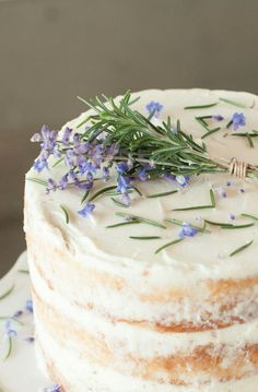 Rosemary Cake ** could not find recipe though it is probably the vanilla cake recipe just decorated diffently?Lavender Rosemary Cake ** could not find recipe though it is probably the vanilla cake recipe just decorated diffently? Just Desserts, Delicious Desserts, Dessert Recipes, Yummy Food, Food Cakes, Cupcake Cakes, Cupcakes, Lavender Cake, Lavander