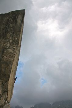 Maurizio Manolo Zanolla - In Bilico Photo by © archivio Manolo what a climb straight up #escalada