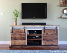 Barn door media console plans barn door entertainment center for console kitchen fascinating sliding media plans . Barn Door Tv Stand, Barn Door Console, Diy Sliding Door, Sliding Table, Johnny Walker, Rack Pallet, Built In Entertainment Center, Diy Tv Stand, Living At Home