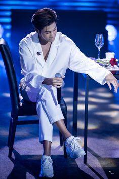 Thailand, Actors, Boys, Twitter, Fashion, Baby Boys, Moda, Fashion Styles, Senior Boys