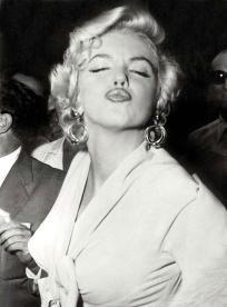 Marilyn Monroe - Kisses , Free S&H