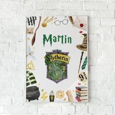 Affiche Harry Potter personnalisée avec prénom et maison de Poudlard : Gryffondor, Poufsouffle, Serdaigle & Serpentard. Cadeau Potterhead