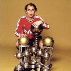 Jugó 19 temporadas al fútbol. TODAS en el club de sus amores...