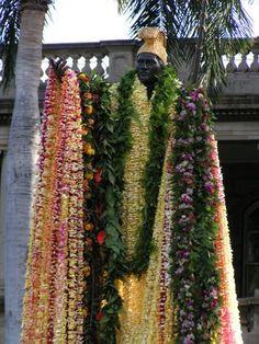 King Kamehameha I, Hawai'i King Kamehameha, Flower Lei, Aloha Hawaii, Honolulu Hawaii, Hawaii Homes, We Are The World, Culture, Hawaiian Islands, Back To Nature