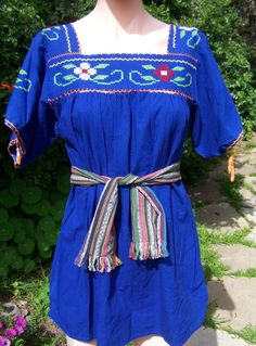 Mexican blouse. Mexican Embroidered Blouse. by GreenMarketVintage