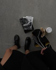 Classy Aesthetic, Book Aesthetic, White Aesthetic, Aesthetic Photo, Aesthetic Pictures, Aesthetic Coffee, Aesthetic Style, Aesthetic Outfit, Nyc Girl