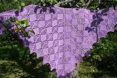 Ulla 03/07 - Ohjeet - Amor This pattern is in Finnish, but there are clear charts on the page for knitting this lovely shawl.