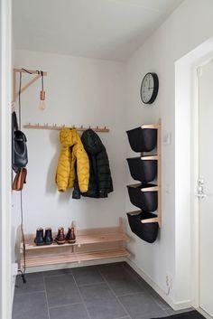 Scandi Living Room, Cozy Living Rooms, Living Spaces, Ivar Regal, Decoration Hall, Flur Design, Hallway Inspiration, Hallway Storage, Living Room Color Schemes