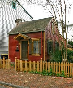 Tiny House by Lawrspen, via Flickr The smallest house in Charleston S. Carolina.