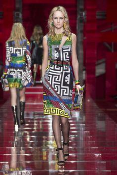 Look 21 - #Versace Women's Fall/Winter 2015 fashion show. #VersaceWomenswear #GREEK