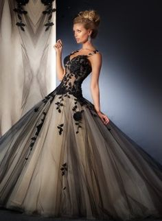 Back 2 black! Black Wedding Gowns, Green Wedding Dresses, Lace Wedding Dress, Bridal Dresses, Bridesmade Dresses, Bridesmaid Dress Styles, Dressy Dresses, Prom Dresses, Before Wedding