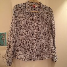 Printed Button Down Top front pockets, cute top! H&M Tops Button Down Shirts