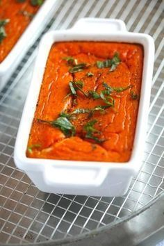 Flan of tomatoes, basil and mozzarella. Veggie Recipes, Vegetarian Recipes, Cooking Recipes, Healthy Recipes, Flan Recipe, Tomate Mozzarella, Good Food, Yummy Food, Savoury Dishes