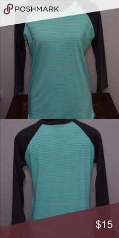 """  LulaRoe   """"Randy"""" tee. I am 99% sure this is a Lularoe top however the tag has been ripped off.  It feels so soft and comfy and I think this size is closer to a small but tag says xs.  Color is teal with gray sleeves. LuLaRoe Tops Tees - Long Sleeve"""