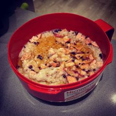 Banana and Blueberry Oats. Have been looking forward to this for the past 8 hours! When you dream about eating oats you are either very hungry or in need to professional help. I think I'm a little of botb!  #health #fitness #fit #TagsForLikes #TFLers #fitnessmodel #fitnessaddict #fitspo #workout #bodybuilding #cardio #gym #train #training #photooftheday #health #healthy #instahealth #healthychoices #active #strong #motivation #instagood #determination #lifestyle #diet #getfit #cleaneating…