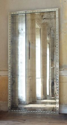 margadirube:  barsanworld:(vía Oversized Palazzo Mirror)