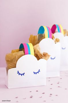 How to make paper gift bags - rainbow and clouds Ballerina Birthday, Princess Birthday, Paper Gift Bags, Paper Gifts, Rainbow Learning, Star Wars Birthday, 3d Paper, Colored Paper, Cool Diy Projects