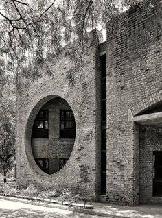 'Walls' as a screen by Louis Kahn at the Indian Institute of Management Ahmedabad, Ahmedabad, India