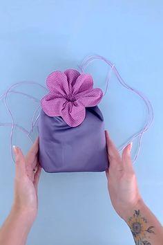 Diy Bags Patterns, Sewing Patterns, Small Sewing Projects, Sewing Crafts, Diy Bag Designs, Drawstring Bag Tutorials, Sewing Collars, Diy Purse, Diy Crafts For Gifts