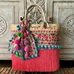 ¡Disponibles para envío inmediato! Bolsas Rosas: Grandes Bolsa Azul Rey: Mediana Bolsa Dorada y Azul Marino: Chicas Bolsa Gris: Mini Informes por inbox. #Artesanal #hechoenmexico #hechoamano #colores #verano