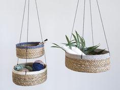 Kurve af søgræs er perfekte til opbevaring af Deres småting. Afspil DIY-videoen og se hvordan Anna forvandler søgræs kurvene