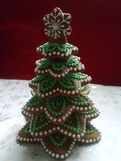 Homemade Food Chirstmas Tree Inspirations +Tips - Gingerbread christmas tree cookies - Fruit Christmas Tree, Gingerbread Christmas Tree, Homemade Christmas Tree, Christmas Tree Cookies, Christmas Sweets, Holiday Cookies, Christmas Baking, Holiday Treats, Gingerbread Houses
