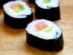 cómo hacer sushi casero My Favorite Food, Favorite Recipes, Kimbap, Deli Food, Juice Plus, Sashimi, Japanese Food, I Love Food, Seafood