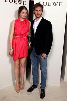 Inauguración nueva boutique Loewe en Barcelona - Ana de Armas y Marc Clotet- Me encanta el vestido!