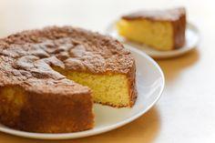 El bizcocho fácil de vainilla es una receta muy sencilla, es un pastel ideal para que lo decores de la manera que más te guste. El bizcocho tiene un sabor delicioso y es perfecto para que le pongas tu betún preferido.