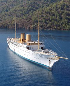 Hard not to like the classics,designed by William Francis Gibbs, the leading American naval architect of his day, and built in 1931 for Mrs. Emily Roebling Cadwalader. Savarona is one of the classic yachts complete with a Don Starkey flair.