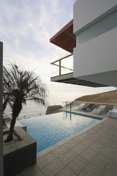 Alvarez Beach House in Peru