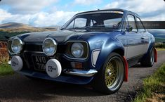 Escort in Performance Blue and grey stripes, in the Carrick Forest, Scotland Escort Mk1, Ford Escort, Garage Workshop Plans, Ford Classic Cars, Sweet Cars, Car Drawings, Rally Car, Vw Bus, Ford Focus