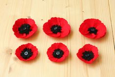 Quirky Sewing: Quirky How To: Felt Poppies Craft Tutorials, Craft Projects, Quirky Art, Red Felt, Felt Diy, Felt Flowers, Handmade Shop, Fabric Crafts, Poppies