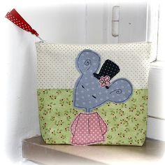 Girl's bag -- mouse