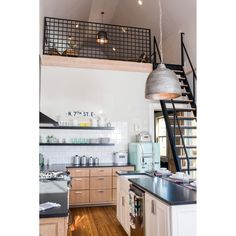 Awesome Tiny Kitchen Design For Your Beautiful Tiny House: Best Design Ideas Tiny House Living, Small Living, Tiny House With Loft, Tiny Loft, Interior Design Minimalist, Home Modern, Modern Lofts, Tiny Spaces, Open Spaces