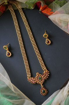 South India Jewels is a one stop destination to shop stunning South Indian Jewellery Designs. Shop the best of neckace,earrings,bangles,chokers and lot more from various brands at one place here! Pearl Necklace Designs, Gold Earrings Designs, Gold Jewellery Design, Bead Jewellery, Beaded Jewelry, Gold Jewelry, Baby Jewelry, Gold Designs, India Jewelry