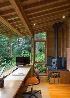 Architect s tiny studio doubles as a hangout for his daughter - Creative Workspace Beautiful Home Office Office Design # - Architect Logo, Design Architect, Tiny Studio, Garden Office, Backyard Office, Backyard Door, Outdoor Office, Home Office Design, Office Designs