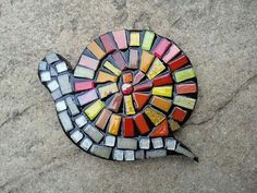mosaic snail made by Mosaic My Number Mosaic Garden Art, Mosaic Flower Pots, Mosaic Wall Art, Mosaic Diy, Mosaic Crafts, Mosaic Projects, Tile Art, Mosaic Tiles, Mosaic Rocks