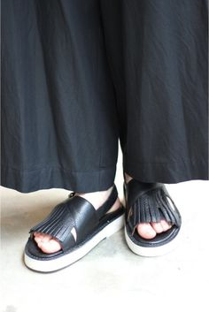 BUTTERO/ブッテロ フリンジサンダル(レザー) Pool Slides, Cruise, Slip On, Sandals, Sneakers, Shopping, Shoes, Style, Fashion