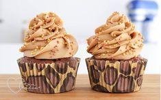 Esta crema es excelente para cubrir y usar como relleno de pasteles y tortas, y además tiene la consistencia perfecta para decorar cupcake...