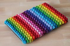 Rainbow bobble sleeve, a free crochet pattern on Haakmaarraak.nl!