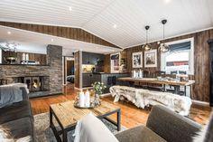 Wow! Sjekk disse før- og etter bildene! - Franciskas Vakre Verden Kitchen Island, Cabin, House, Furniture, Inspiration, Home Decor, Ideas, Modern, Island Kitchen